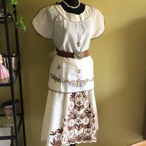 Dresses & Skirts - Beautiful vintage 2pc Filipino skirt set